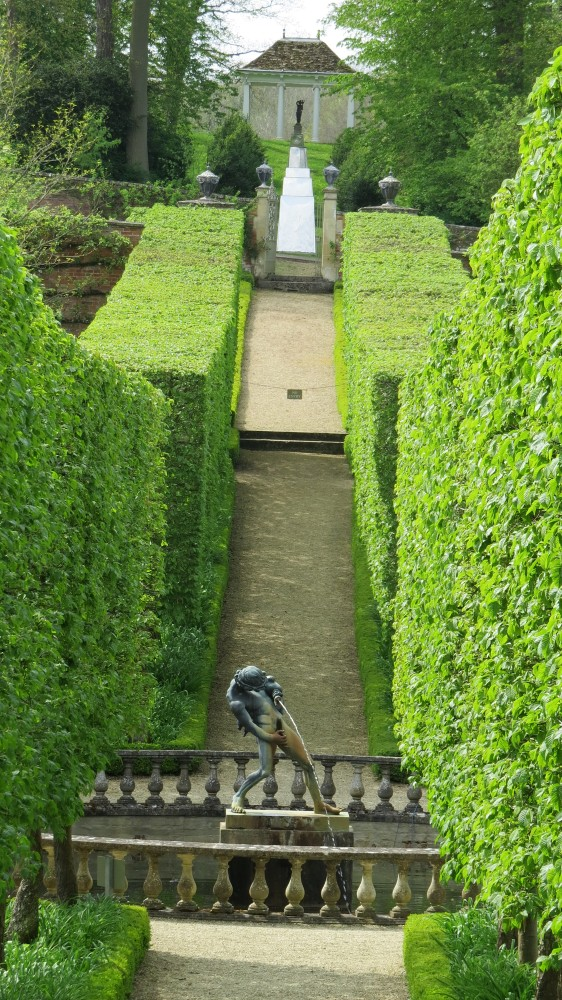 The Hornbeam Allee to the Four Seasons Walled Garden
