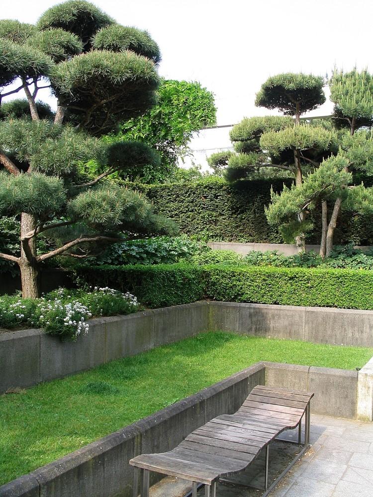 1997 photograph of Jardin Noir's Cou des Pines