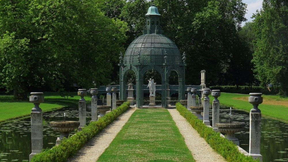 Chantilly le notre s water mirrors the garden visitor for Jardin anglais chantilly