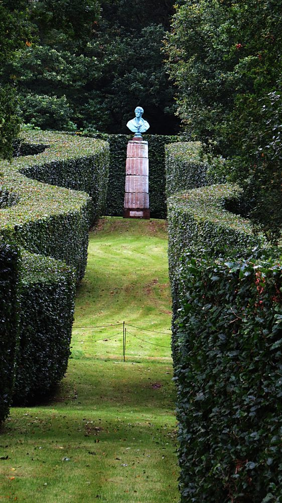 The Serpentine Hedges